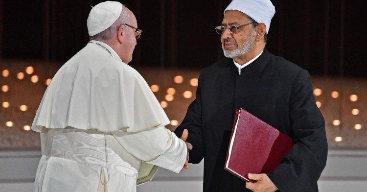 Папа Франциск и верховный имам Аль-Тайиб после подписания Документа о человеческом братстве  (AFP or licensors)