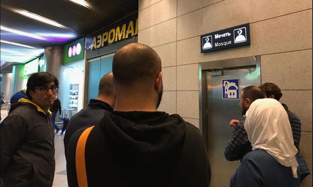 Пассажиры ждут своей очереди