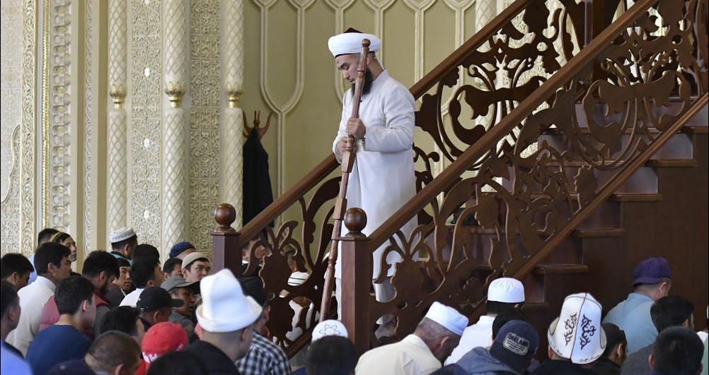 Пятничный намаз в мечети Кыргызстана