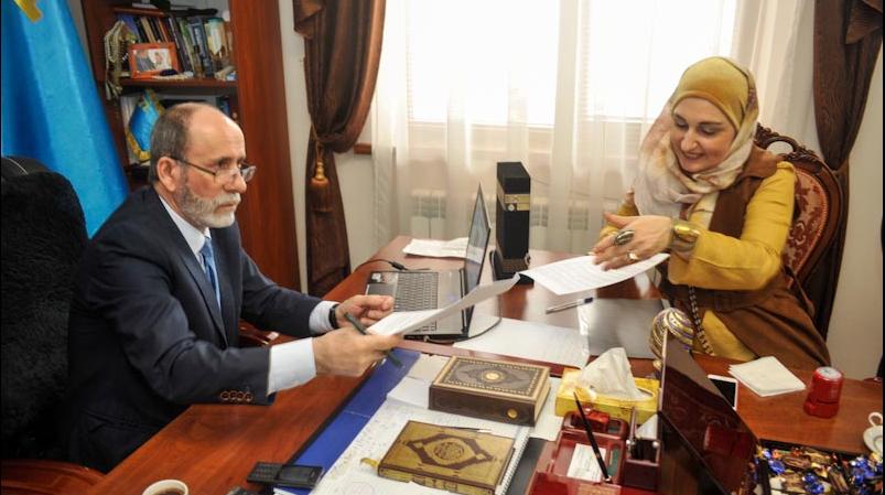 Муфтий Крыма Эмирали Аблаев и председатель правления АППМ Алия Ольга Павлова