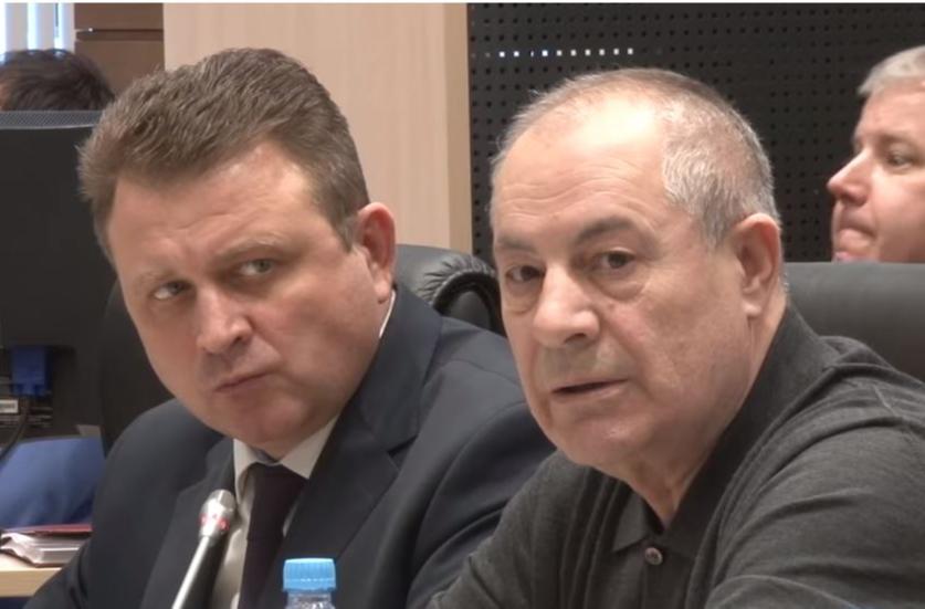 Гасан Набиев (справа) на скандальном заседании волгоградской облдумы