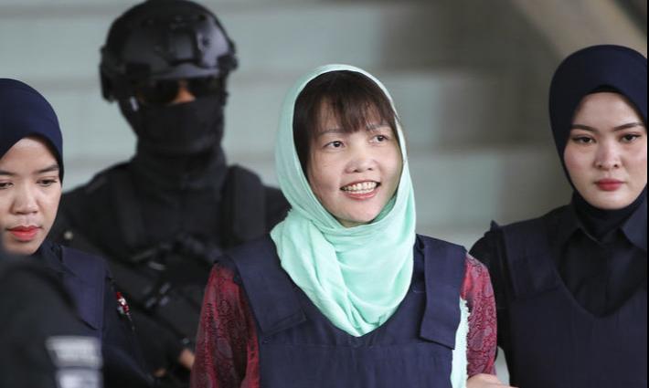 Зоан Тхи Хыонг в сопровождении стражей порядка