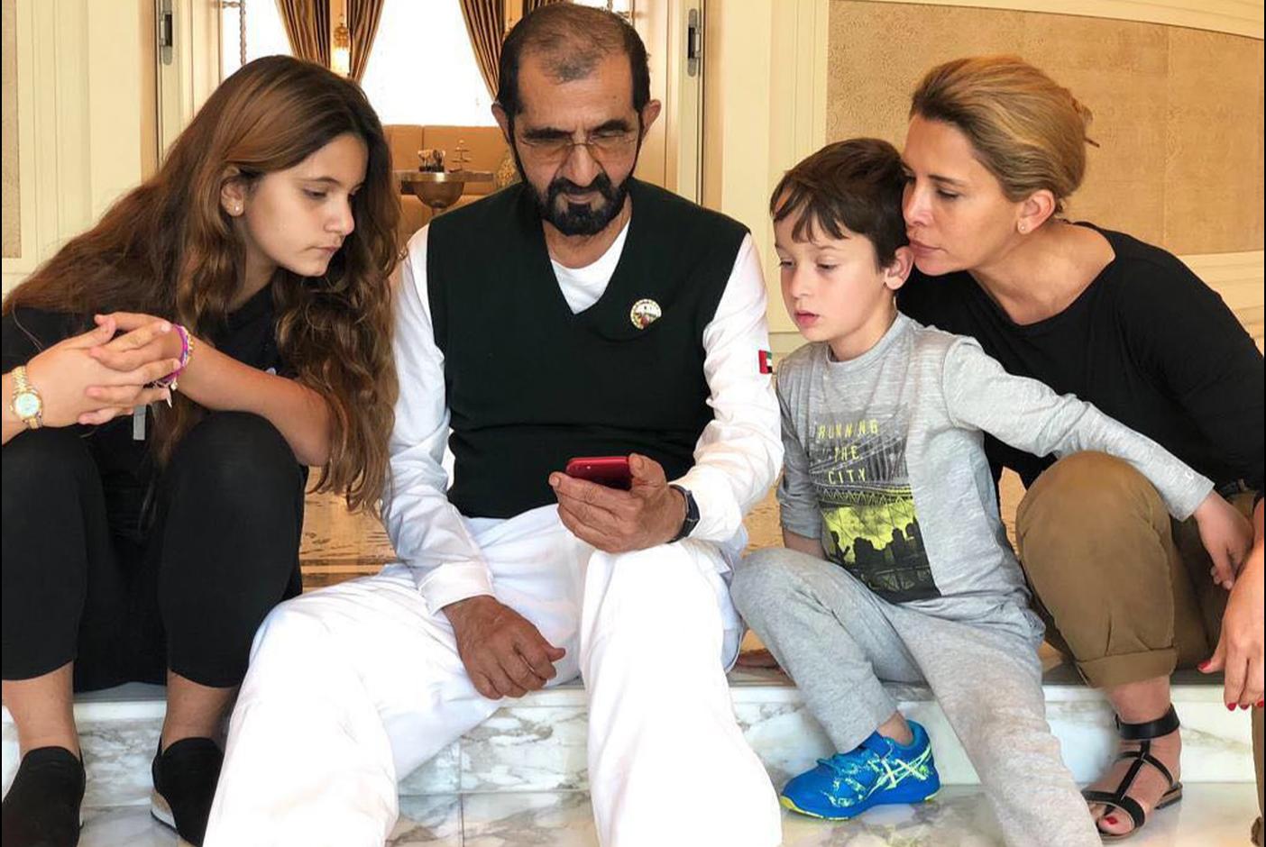 Эмир Дубая с супругой и детьми