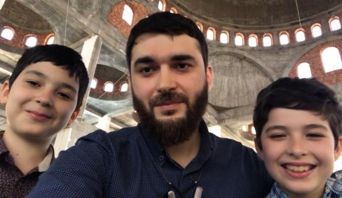 Абдулмумин Гаджиев с сыновьями
