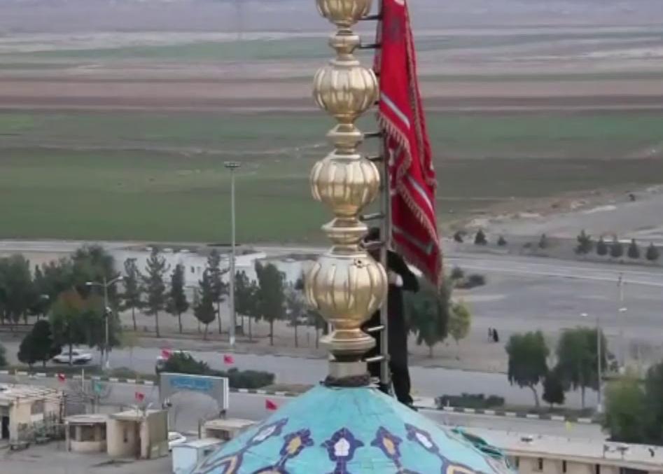 Траурный флаг над мечетью Джамкаран