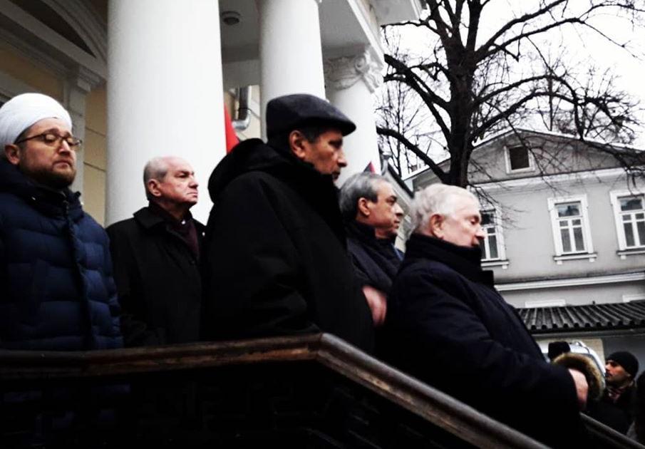Участники акции возле посольства Палестины в Москве (Фото: страница Анастасии Ежовой в Facebook)