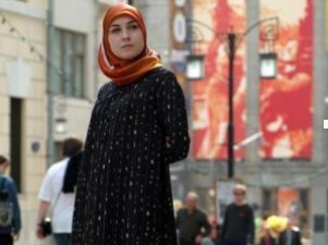 Мусульманка на летних улицах столицы