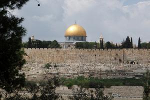 Израильтяне разоряют мусульманское кладбище в Иерусалиме