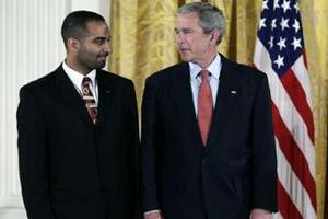 Американский президент чествует студента — мусульманина