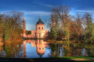 В Германии мусульмане молятся в неудобных помещениях