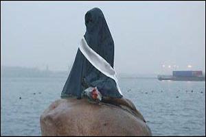 Русалочку одели в хиджаб