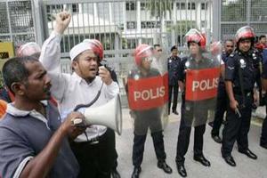 Малазийцы возмущены отношением Британии к богохульнику
