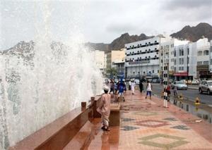 Во время урагана в Омане погибли 32 человека
