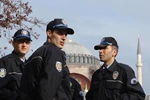Турецкие полицейские в ожидании визита Папы Римского (Стамбул, ноябрь 2006 г.)