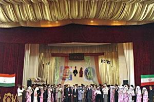 Иранцы организовали в Таджикистане массовую свадьбу