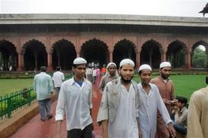 Индусы предлагают загнать «отсталых мусульман» в гетто