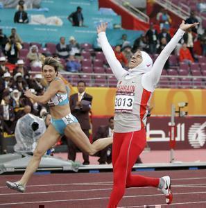 Бахрейнская спортсменка в хиджабе опережает соперницу в шортах