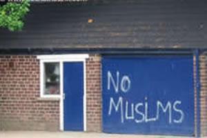 Вандалы разрушили и осквернили дом мусульманской семьи