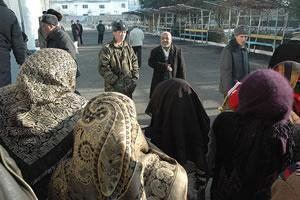 Паломники из Южного Кыргызстана отправляются в хадж (фото 2006 г.)