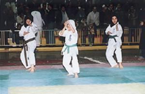 Чемпионат по карате среди девочек.