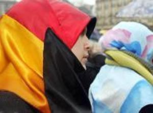 На фото: новообращенные мусульманки - этнические немки.