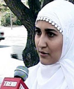Одна их учащихся, которая была не допущена к занятиям ректором Государственного института учителей Азербайджана.