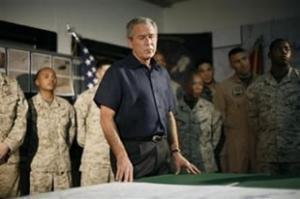 Президент Буш с американскими военными на военной базе в провинции Анбар (Ирак, 3 сентября 2007 г.)
