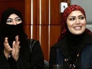 Слева: Сулафа Фильфилан (Саудовская Аравия). Справа: Рабия З. (ОАЭ).