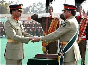 Церемония передачи полномочий главнокомандующего пакистанской армией (Равальпинди, Пакистан).