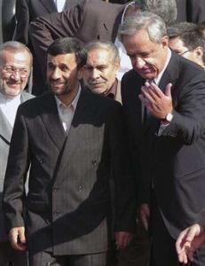 Пррезидент Ирана Махмуд Ахмадинежад с министром иностранных дел Армении Варданом Оскаряном