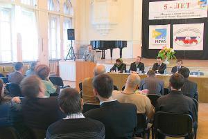 На конференции. Выступление главного редактора издательства «Ладомир» Юрия Михайлова.