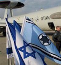 Флаги Израиля и НАТО на авиавоздушной базе под Тель-Авивом