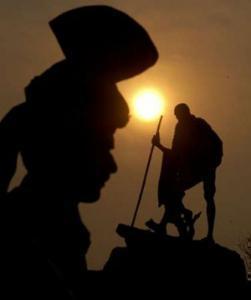 Индийцы отметят годовщину гибели Махатмы Ганди без алкоголя
