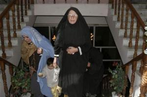 Афганские женщины требуют вернуть похищенную американку