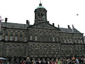 Старое здание амстердамской биржи.