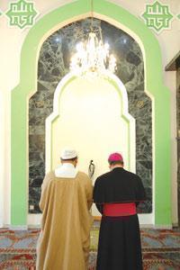 Имам и архиепископ совершили совместную молитву