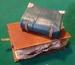 Мусульманин подарил петербуржцам уникальные христианские книги