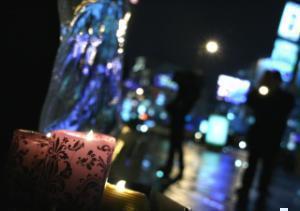 В память о жертвах горели свечи