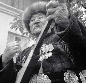 Киргизы выдворяют американских военных с помощью песен