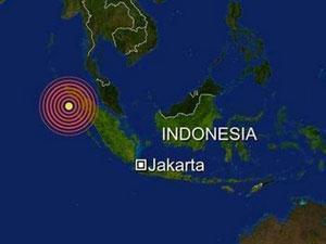 После произошедшего накануне мощного землетрясения, в Индонезии объявлено об угрозе цунами