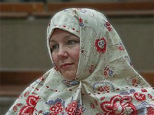 Православная женщина в новгородском платке