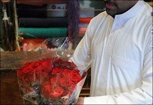 Суд заставил иранца подарить жене 124 тысячи алых роз