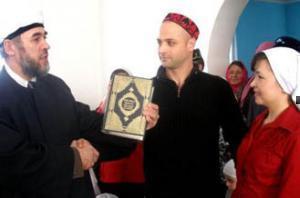 На бракосочетание по шариату молодым подарили перевод смыслов Корана на английском языке