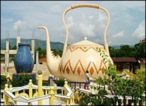 Женщину посадили в тюрьму за публичное поклонение чайнику