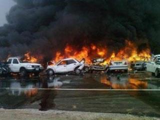 В результате столкновения десятки машин сгорели дотла