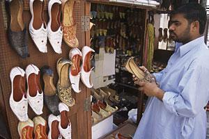 """Ботинки с надписью """"Аллах"""" на подошве изъяты из магазинов в ОАЭ"""