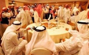 Мужчины исполняют традиционный танец на церемонии бракосочетания в Джидде (КСА)