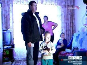 Семью Исхаковых с малолетними детьми приставы вышвырнули на улицу