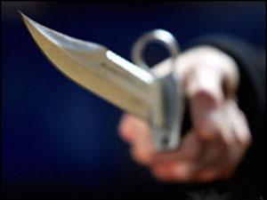 Жир спас кассиршу от ножа злоумышленника
