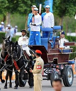 Олимпийская эстафета в Индии походит на спецоперацию